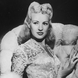 Betty Grable mit der Frisur Victory Rolls