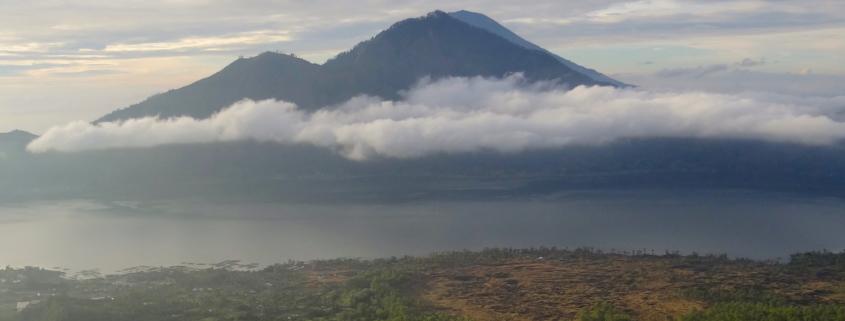 Der Vulkan Gunung Agung auf Bali in Indonesien
