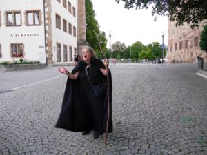 Anette Ladovic vor dem Alten Schloss