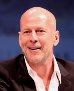 Bruce Willis ganz ohne Haare, deshalb muss er nicht an Chaetophobie leiden.