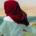 Betül mit Kopftuch am Strand