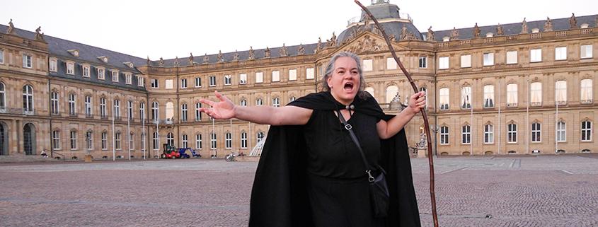 Anette Ladovic vor dem Neuen Schloss