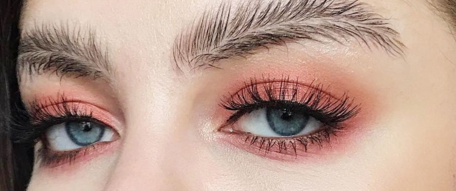 Quelle: https://www.instyle.de/beauty/feather-brows-augenbrauen-trend