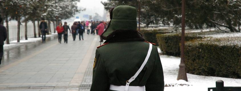 Soldat auf einer Straße in China