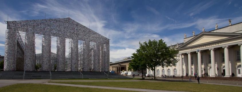 """Auf der Fotografie ist das Kunstwerk """"Parthenon of Books"""" von Marta Minujín zu sehen"""