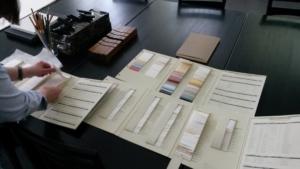 Mustermappe mit Künstlerpapieren. Foto: Robert Galiard