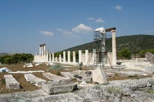 Die Ruinen des antiken Abaton in Epidauros, in dem sich einst Kranke eine göttliche Heilung erträumten